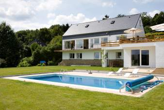 Luxusvilla mit Swimmingpool für 12 Personen in Aywaille