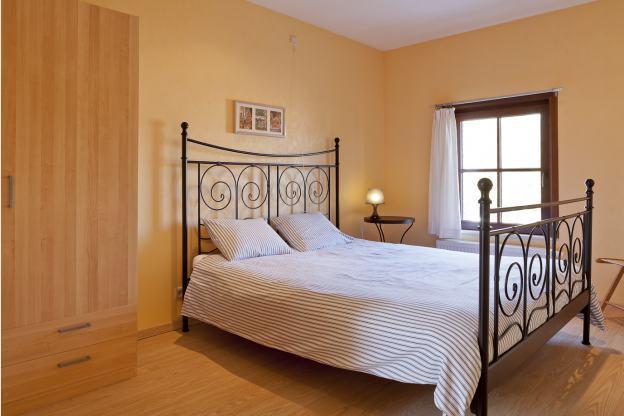 einladendes zum ferienhaus umgebautes bauernhaus in beaumont. Black Bedroom Furniture Sets. Home Design Ideas