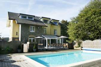 Ferienhaus Francorchamps 28 Pers. Ardennen Schwimmbad Wellness
