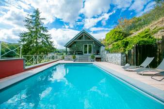 Cottage Maredsous 12 Pers. Ardennen Schwimmbad Wellness
